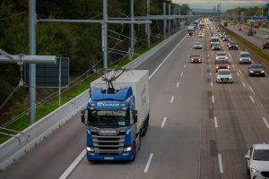 eHighway Elektromobilität Straßengüterverkehr A5 Beton Schutzwand von Linetech schützt Masten
