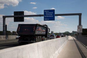 Produktbild LT 104 Bauwerk H4b Linetech Fahrzeugrueckhaltesystem Betonschutzwand