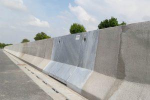 Produktbild LT 1-3-1Haubenelement Linetech Fahrzeugrueckhaltesystem Betonschutzwand