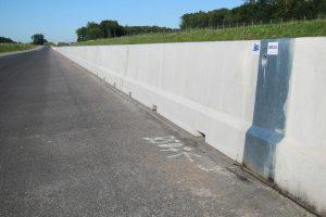 Produktbild LT 1-2 Systemelement Ortbetonschutzwand Betonfertigteilwand Linetech Fahrzeugrueckhaltesystem Betonschutzwand