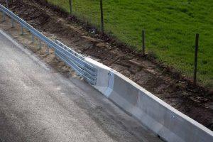 Produktbild LT 1-8-S Eco Safe Systemuebergang Ortbetonschutzwand Betonfertigteilwand Linetech Fahrzeugrueckhaltesystem Betonschutzwand