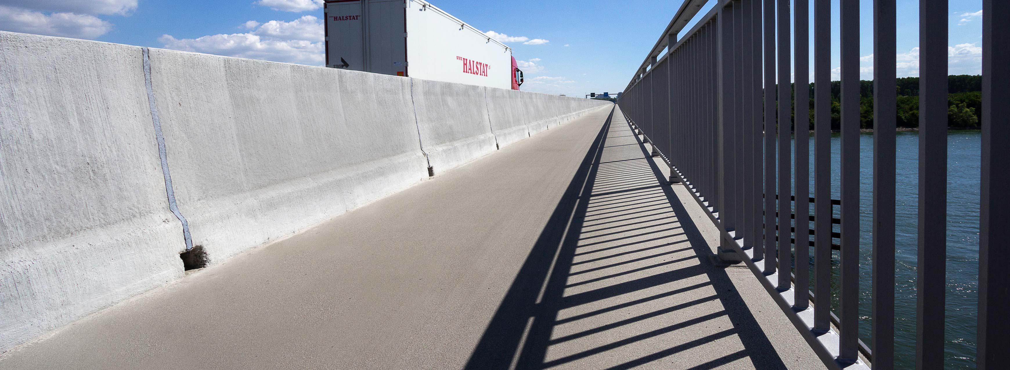 Schiersteiner Brücke Fahrzeugrückhaltesystem von Linetech
