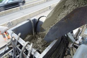 Beton Einbau Ortbetonschutzwand
