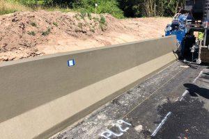 Beton-Einbau-Ortbetonschutzwand mit Gleitschalungsfertiger