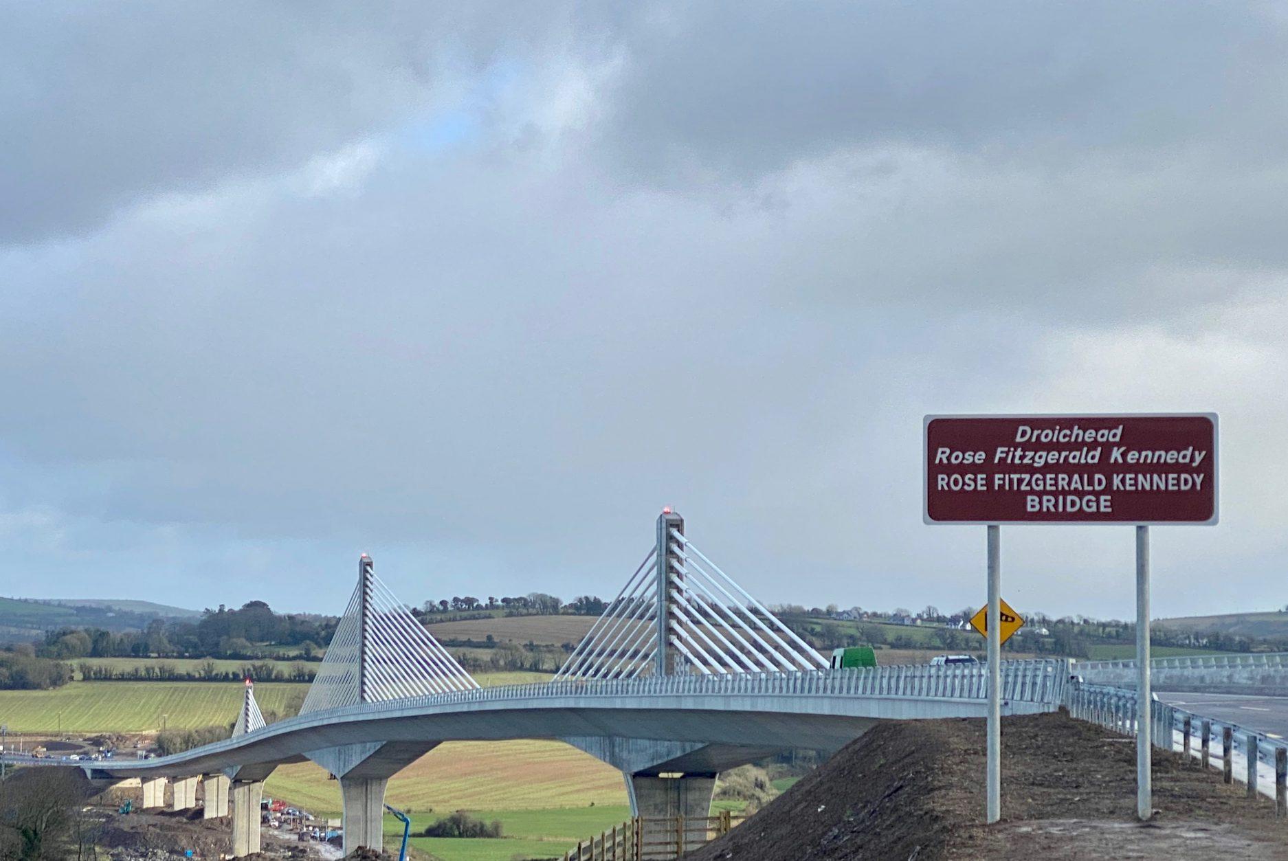 Brücke mit LT 104 in Irland